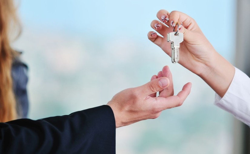 Rată pentru locuință sau chirie? Dilema tinerilor care vor să locuiască singuri